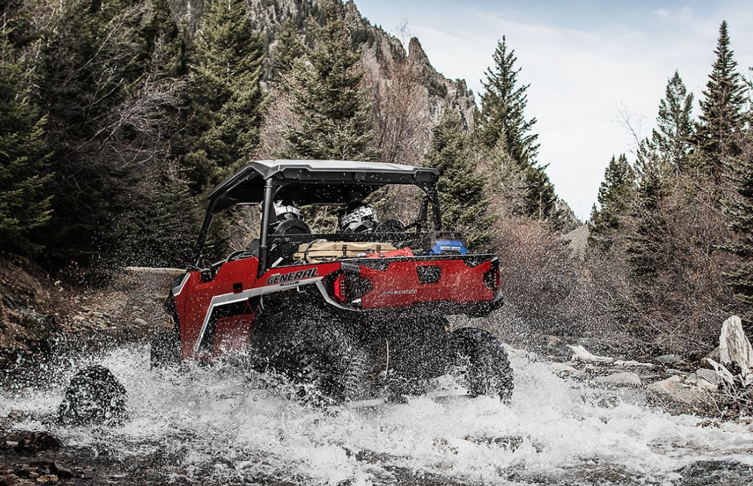 2018 Polaris GENERAL® 1000 Going Through Water