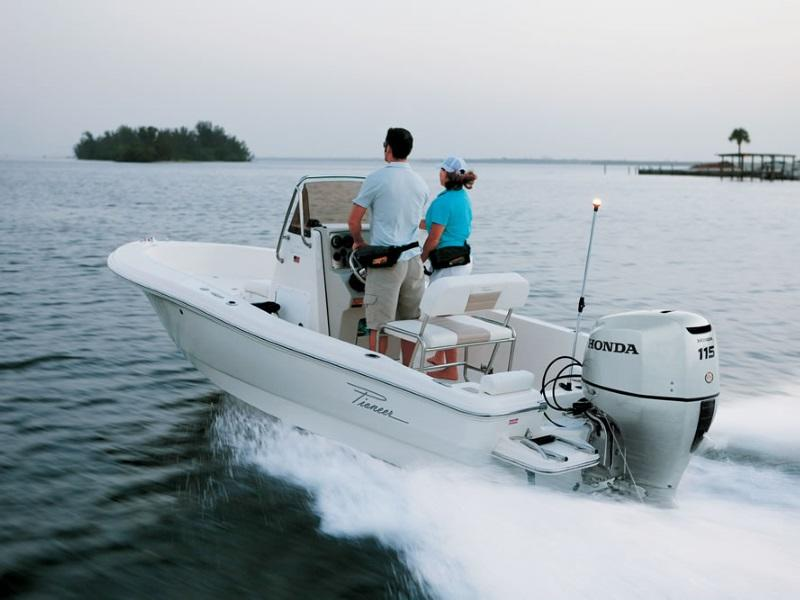 A couple sailing on a boat using a 2019 Honda Marine BF115 L Type outboard engine