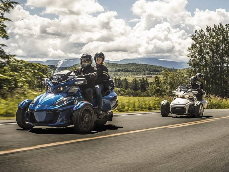 2018 Can-Am® Spyder® RT Limited Dark on the highway