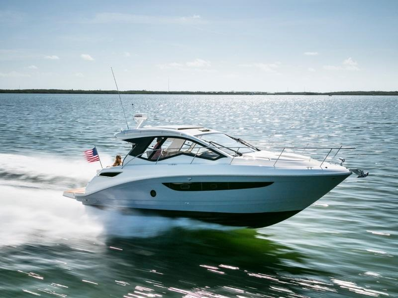 Sea Ray Sundancer 350 Coupe Cruiser boat