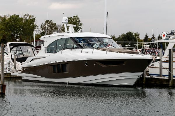 a 2016 Cruisers Yachts 45 Cantius Boat