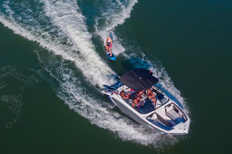 Yamaha Wake Series Boat - 21 Foot