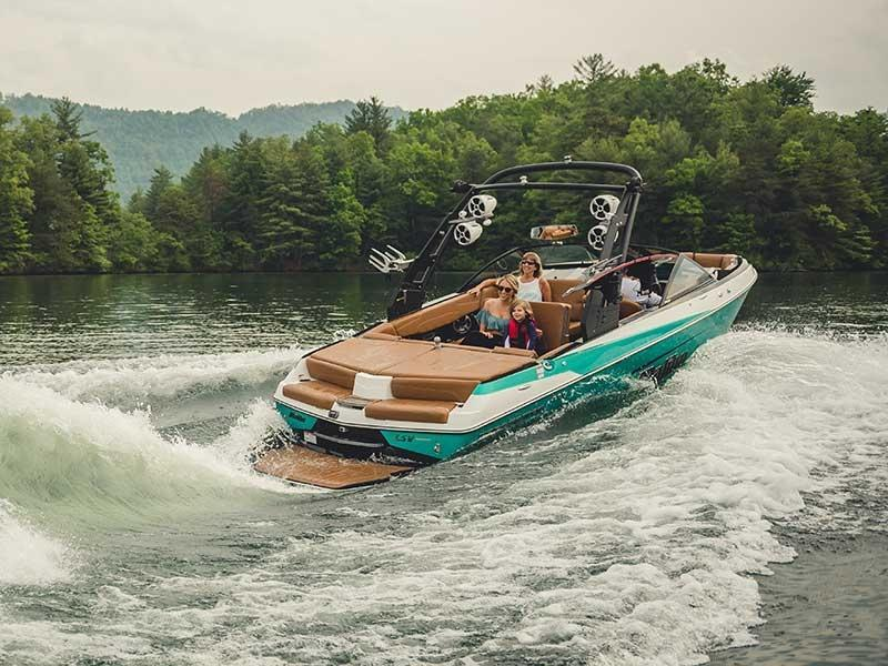 Malibu 22 LSV on water