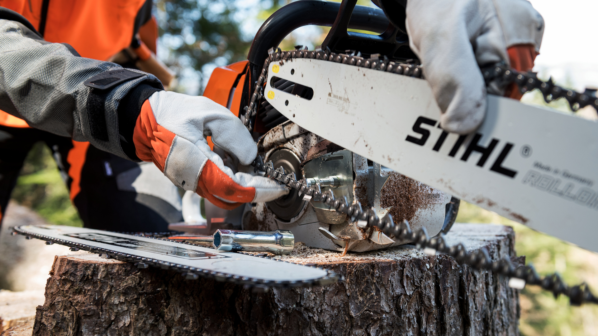 Fixing a chain on STIHL chainsaw