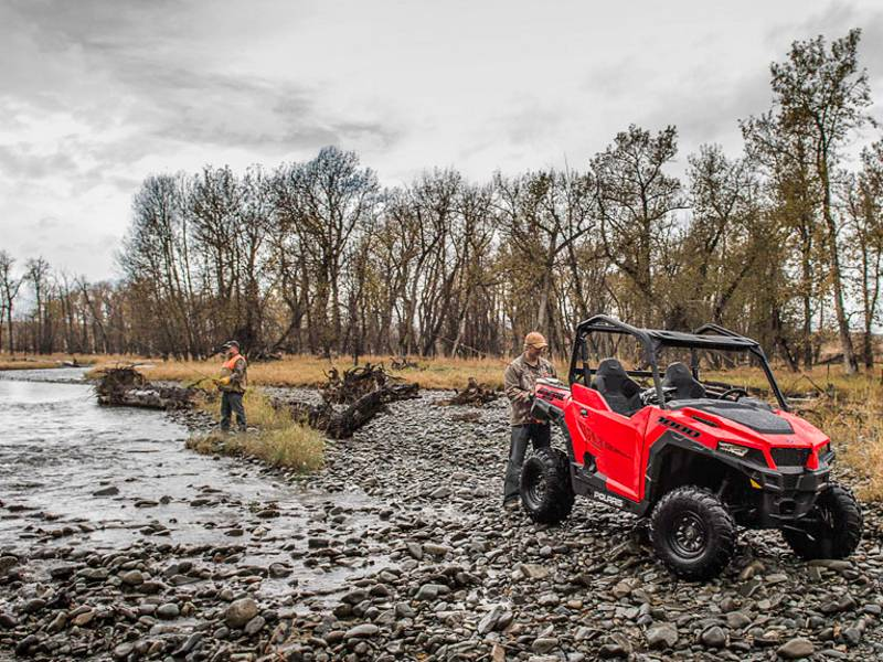 2018 Polaris® General™ 1000 EPS Indy Red