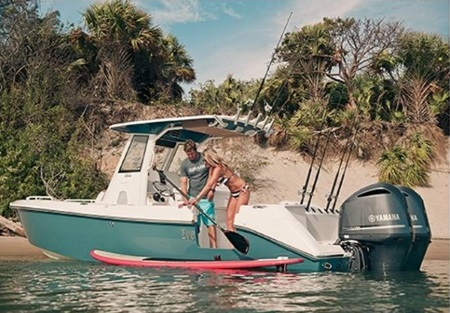 A couple on a 2015 Everglades Boats 295cc boat