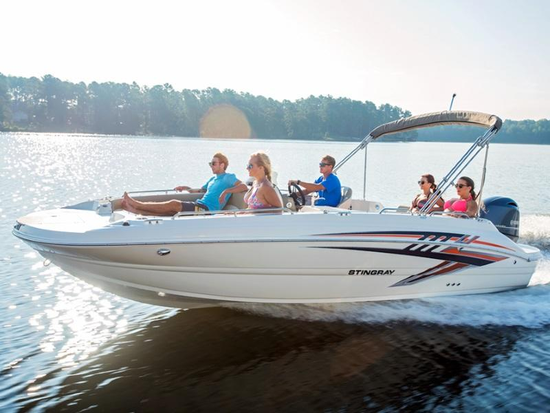 Family cruising on a 2019 Stingray 192SC