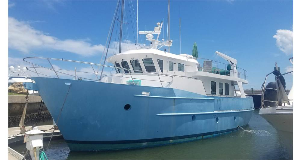 2000 Cape Horn 55 Sterndrive at port in Florida