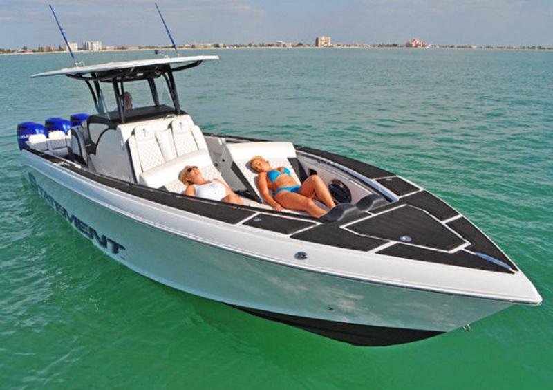 2017 Statement Marine 380 SUV Open on water