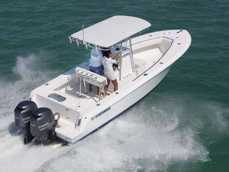 2019 Contender 25T on the ocean