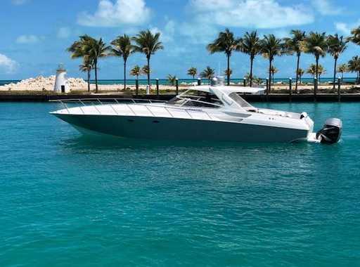 2007 48 Express Cruiser on water