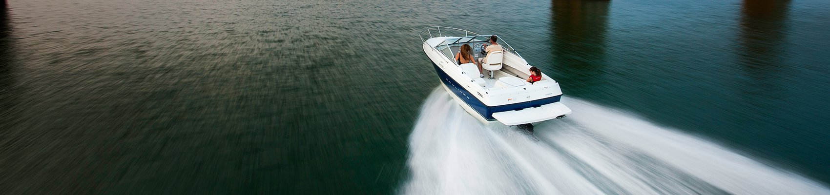 Crusing fast across the water with an inboard engine