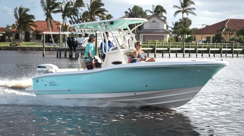 Family cruising on their 2019 Pioneer Boat Islander 222