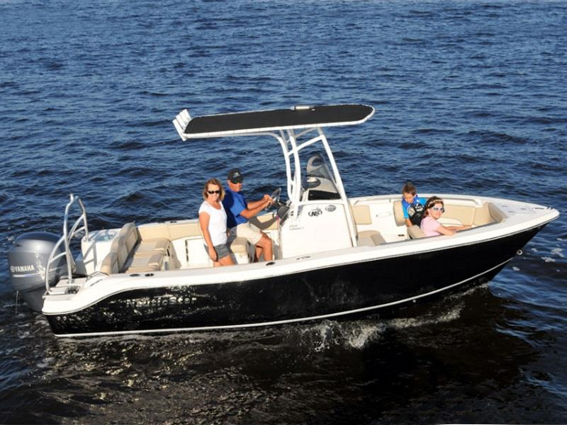 Family enjoying the water with a 2019 NauticStar 2102 XS Legacy