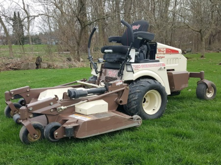 A 2016 Grasshopper 725DT 61 lawnmower