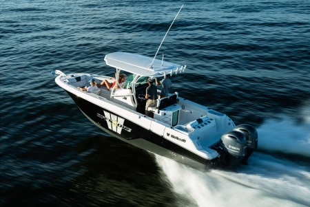 a family on a 2019 Wellcraft 262 Fisherman boat