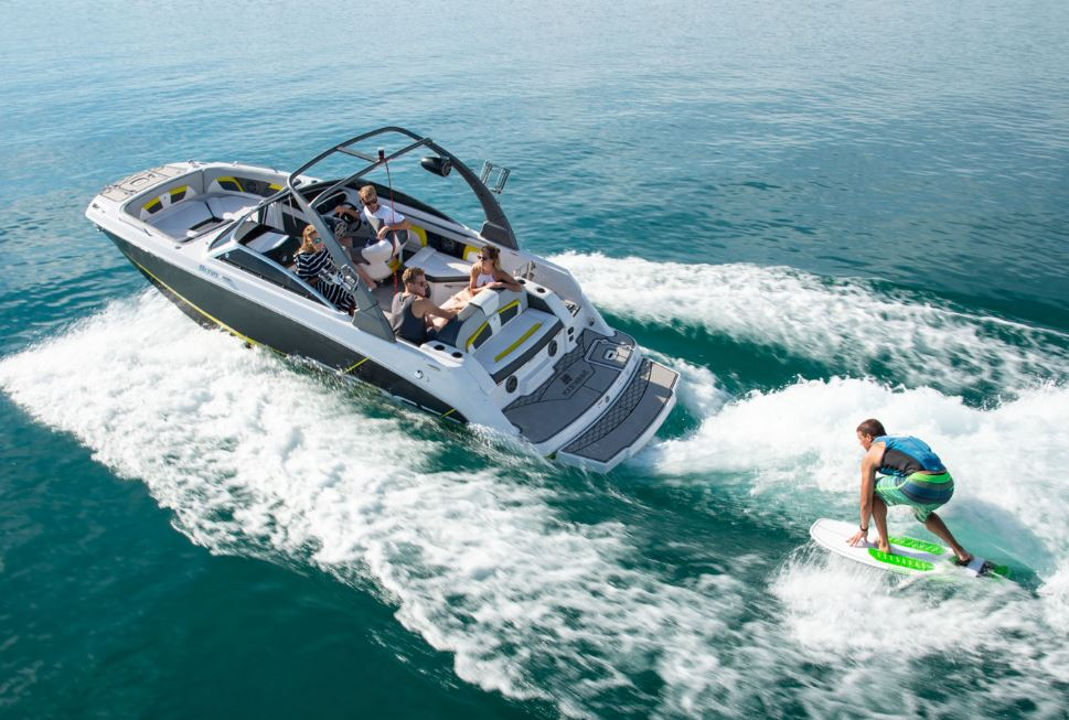 Four Winns HD 220 RS Surf Boat