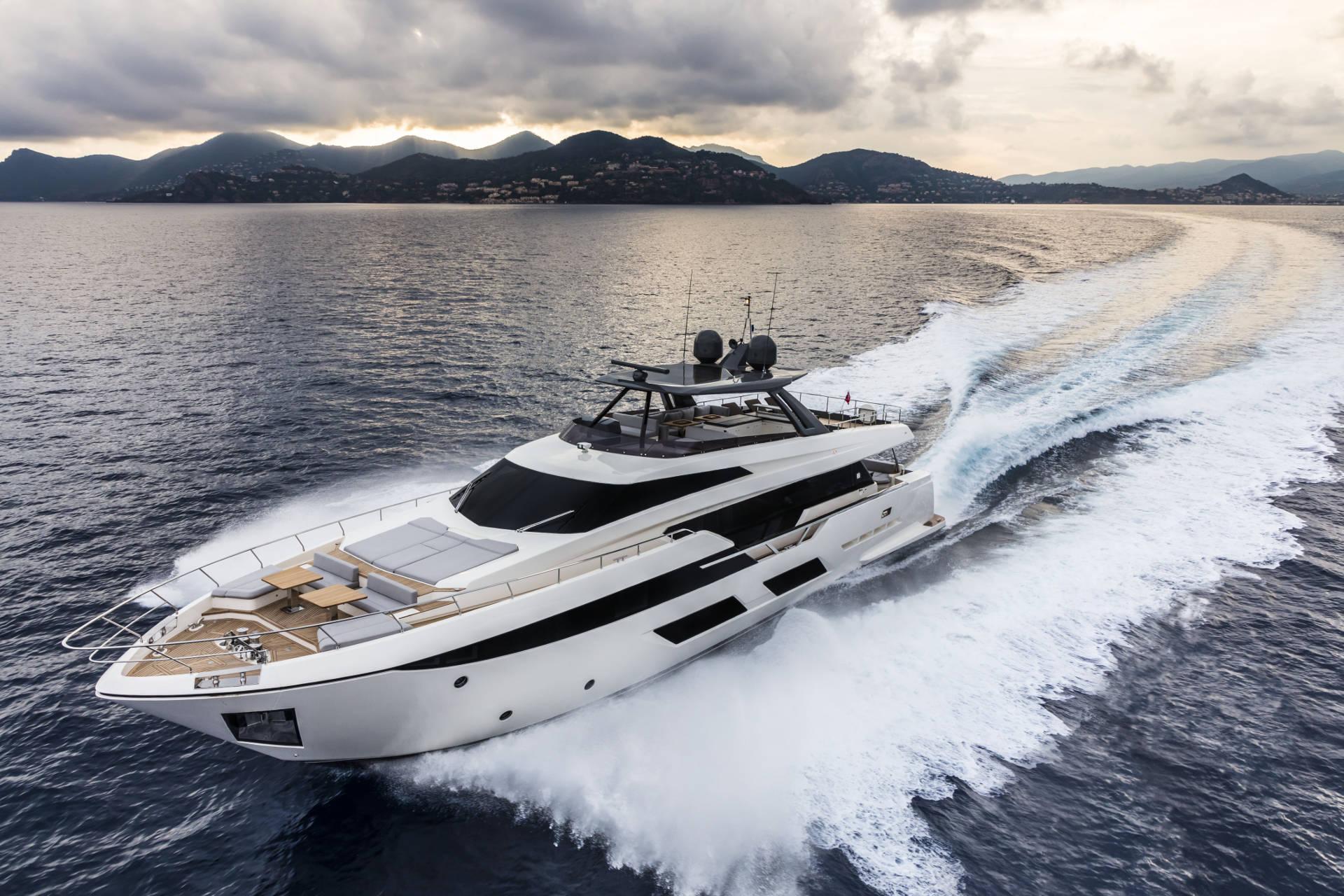 Ferretti Yacht Cruising