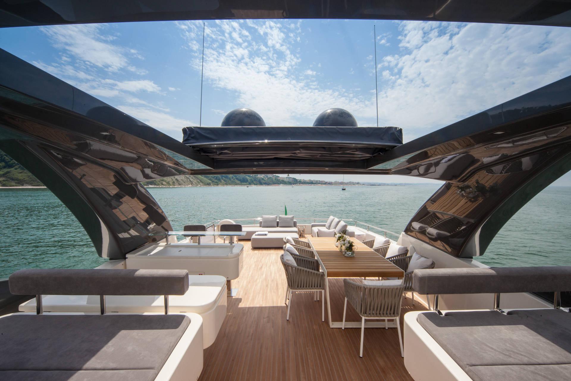 Ferretti Yacht Custom Deck