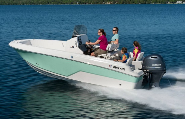 a family on a 2018 Wellcraft 182 Fisherman boat