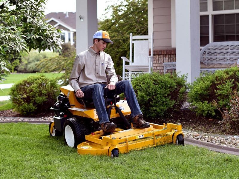 2018 Walker Mowers b19 cutting front yard