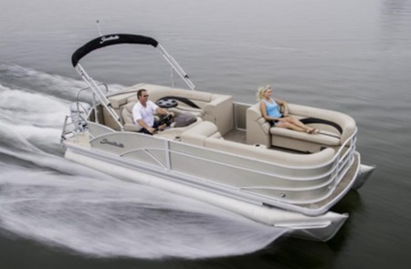 A couple on a 2015 Sweetwater SWPE 200 boat