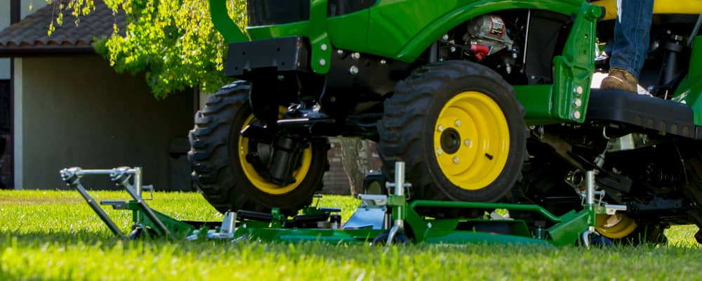 John Deere - The AutoConnect™ Drive Over Mower Deck