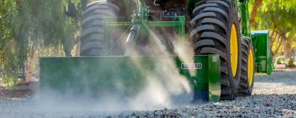 John Deere - iMatch™ Quick-Hitch Attachability